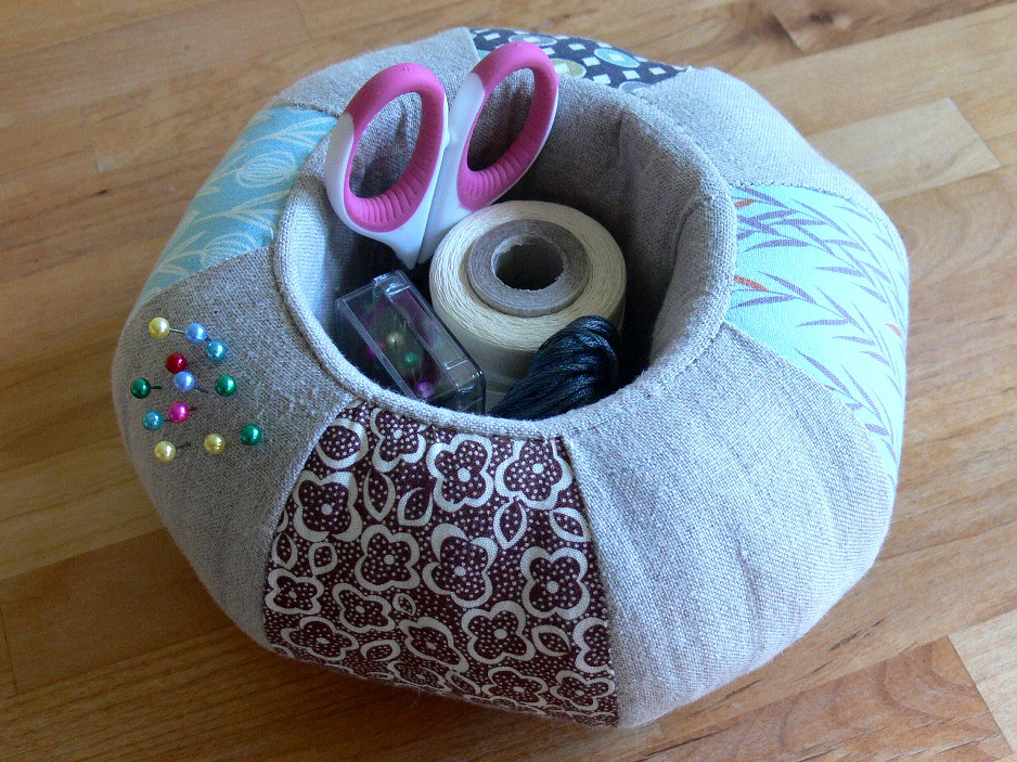 Jenny: Pincushion Caddy
