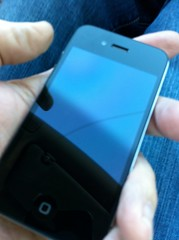 Post image for My Daughter's iPhone4 Screen Broken – Was it Faulty? What will Apple do?