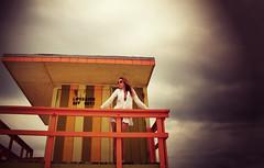 uno de esos das que vale la pena el papeln de casi morir ahogado (quino para los amigos) Tags: rescue storm beach clouds model miami flor playa lifeguard nubes verano tormenta miamibeach baywatch pamelaanderson salvavidas forencia ahogarse meahogomeahogo