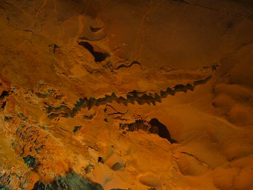 鐘乳石洞,龍形紋
