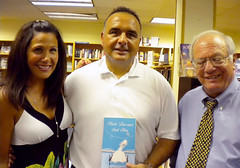 Jackie Pilossoph & Guest at book Stall in Winnetka, IL (Blackhawk Publishing) Tags: wedding fiction men book engagement illinois women comedy marriage dating writer bookclub author relationships chicklit bookstall winnetka hooklineandsinkhim jackiepilossoph