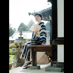 (Masahiro Makino) Tags: woman japan female photoshop temple japanese fan kyoto sitting bokeh f14 sigma olympus adobe   kimono folding  lightroom 30mm e500   mimurotoji 20070620144012e500lps640p