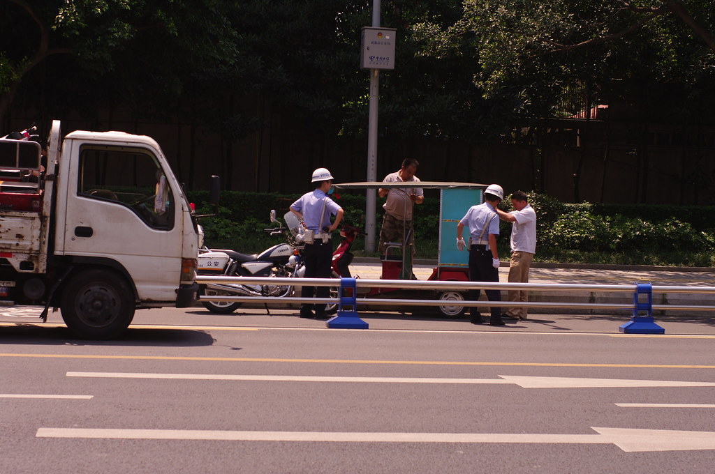 ??????????? Chengdu City Management Force Impounds a Three Wheeled Motorcycle Taxi