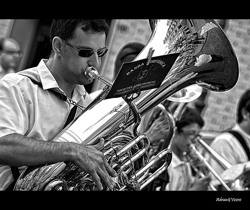 La tuba by ADRIANGV2009