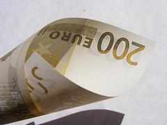 Money_200-Euro_152738-480x360