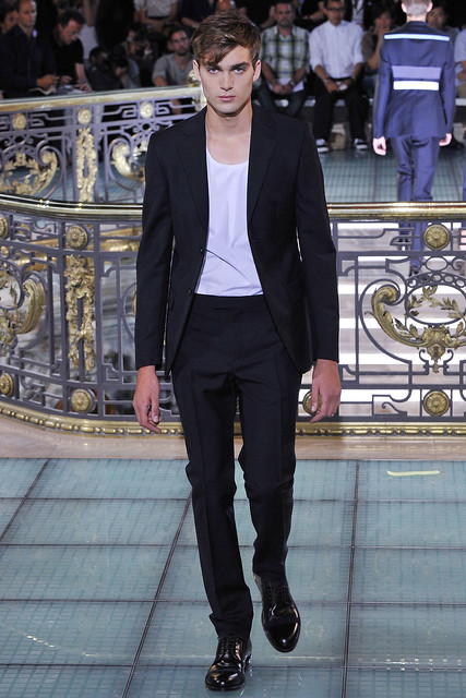 Alexandre Imbert3103_SS11_Paris_Raf Simons(VOGUEcom)