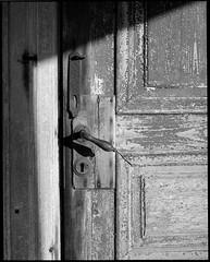 Door (Lars Bryngelsson) Tags: bw film analog pentax plus epson medium format mf 6x7 50 ilford 67 panf v700 105mmf24 blancenegre