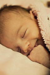 [フリー画像] 人物, 子供, 赤ちゃん, 寝顔・寝ている, 笑顔・スマイル, 201007181700