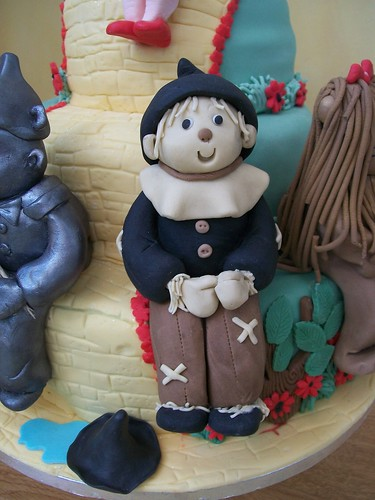 scarecrow cake topper wizard of oz cake.cakeebakey