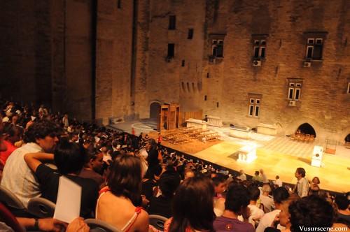 La scène de la cours d'honneur du Palais des Papes