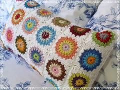 Jardim de Inverno (Louca por Linhas) Tags: handmade crochet craft pillow decorao almofada croch