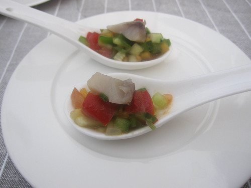 Arenque con picada de verduras