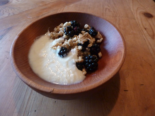 granola with blackberries
