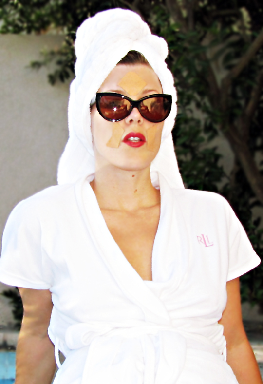 frownies+sunglasses+robe+red lips+pp