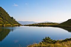 Morning at Lake Vorojeska (Wolfhowl) Tags: blue summer lake mountains grass landscape dawn bush ukraine carpathians 2010 україна озеро carpathianmountains гори карпати кущі ранок світанок platinumpeaceaward vorojeska ворожеска блакить