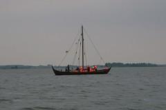 """Knorr (wikingerzeitliches Handelsschiff) """"Sigyn"""" auf der Schlei vor Schleswig - Wikinger Museum Haithabu WHH 31-07-2010"""