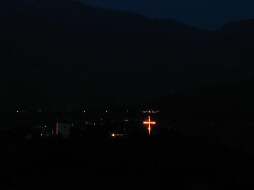 Brennendes Kreuz neben der Gleifkirche in Eppan