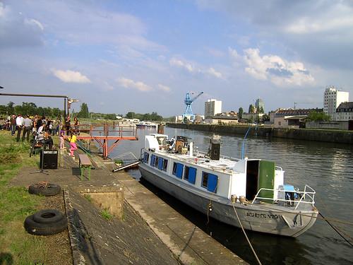 Ausstellungsschiff Schute Vita am Kai