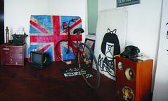 [pa panoramica departamenteana] (andycraford) Tags: old england bike vintage ancient flag bicicleta retro bandera cordoba apartamento antiguo velho departamento mafalda reino unido antigo craford elortondo fornero andycraford