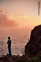 حزِينْة لحّظَة اَلمغّـربَ . .   Explore   (Abdulrahman AL-Dukhaini    عبدالرحمن) Tags: nikon 200 شمس 18 2010 غروب تصوير d90 سحاب عبدالرحمن abdulrahman ابها نيكون platinumphoto lens18200mm الدخيني aldukhaini