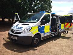 HERTs POLICE VIVARO (2) (NW54 LONDON) Tags: vauxhall vauxhallvivaro hertspolice hertfordshirepolice