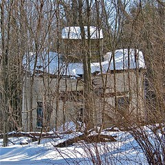Hyde Manor (1865)  collapsing barn (origamidon) Tags: winter usa snow square hotel vermont resort shutters sudbury sq vt dilapidated route30 atchitecture centraltower woodframe nationalregisterofhistoricplaces italinate nrhp jameshyde 4story rutlandcounty origamidon donshall hydemanor sudburyvermontusa hydeshotel pittwhyde awhyde jameskhyde topoftheseasons arongareau historicvacationdestination 80000340 04111980 43476n731215w 43476n 731215w