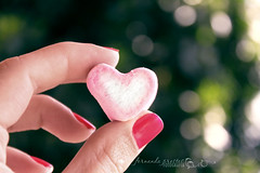 I  it (f. prestes) Tags: pink red tree cute green yummy hand heart bokeh nails marshmallow corao romantic feeling 1855mm rvore corderosa mo unhas heartshape gostoso canon500d