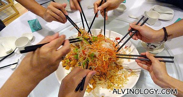 Tossing the yu sheng