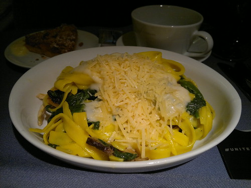 Saffron fettuccine with spinach, shiitake mushroom, and chicken in a light garlic gream sauce