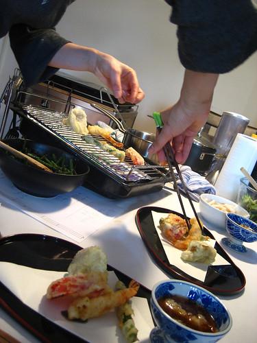 Serving tempura
