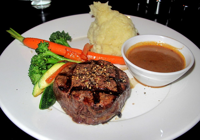 filet-mignon-mashes-potatoes-cognac-pepper-sauce