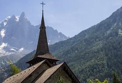 Verticalités (verticalities) (Larch) Tags: église church lespraz lesprazdechamonix hautesavoie france toit roof clocher steeple vallée valley montagne mountain alpes alps bardeau