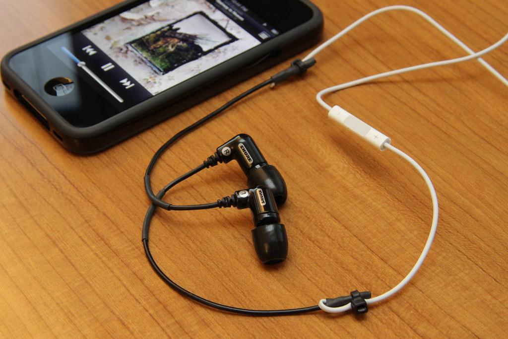 DIY: Shure Sound Isolating Earphone + iPhone 4 Earphone
