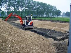 Making a new Horse Paddock (Davydutchy) Tags: school horse holland netherlands june friesland 2010 paddock excavator kraan sneek bagger fryslân snits paardenbak agriculturalschool vmbogroen