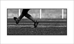 (Jose Luis Durante Molina) Tags: boy feet sport football legs niños player pies deporte juego futbol enfant niño futebol piernas goalkeeper deportista portero arquero crio guardameta botasdefutbol saquedepuerta porterodefutbol joseluisdurante