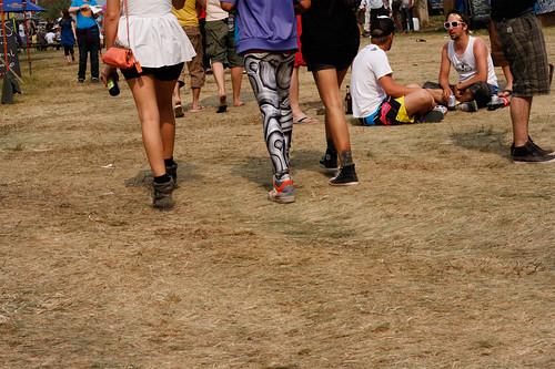 3 Mädchen mit sechs Beinen