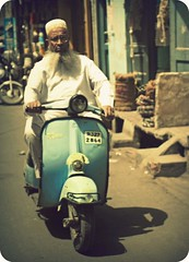 bajaj super (hanna.bi) Tags: street blue portrait india white man beard scooter udaipur rajahstan bajaj hannabi