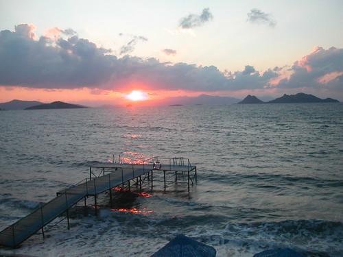 Turgutreis evin önündeki iskeleden günbatımı
