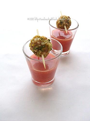 Polpette di pesce spada e pistacchio con gazpacho