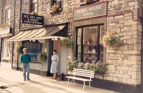 1986 Marjorie and Sam High St CS outside shop by HOBBS HOUSE bakery