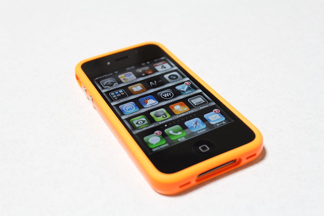 Bumper colocado en un iPhone 4