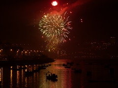 Festas de S.Pedro, na Afurada (zwigmar) Tags: portugal rio douro festa vilanovadegaia foguete spedro afurada