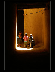children in the old ksar.......... (atsjebosma) Tags: light licht kinderen maroc oldcity marokko ksar childeren goulmima atsjebosma
