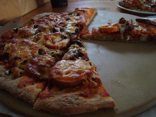 yam, garlic, and mushroom pizza