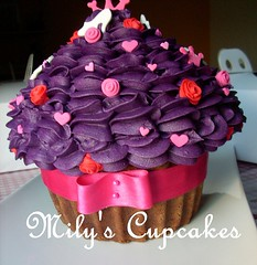 Return to the giant cupcake! (Mily'sCupcakes) Tags: en blanco cookies giant y para alice cupcake wonderland celeste ♥ lucila femeninas