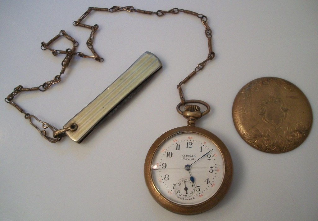 VINTAGE LEONARD POCKET WATCH WITH CHAIN AND FILEKNIFE