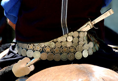Riquezas de un pobre (Eduardo Amorim) Tags: costumes southamerica argentina leather silver belt knife messer plata cinto poncho gauchos pampa artesana yara pala craftsmanship gaucho prata cintura silber faca cuero amricadosul paniolo argento ceinture cuir couteau gacho amriquedusud provin