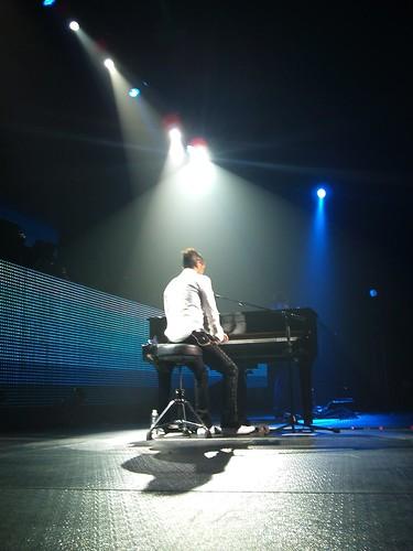 Mario Domm enamoró con sus canciones y su destreza al piano