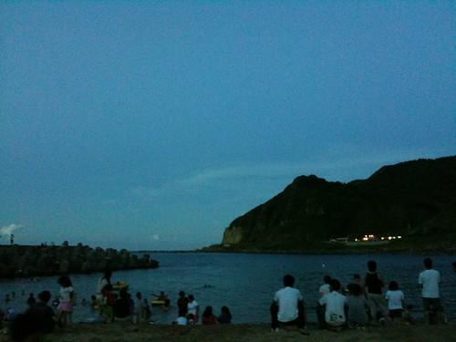 沙灘還是很多人
