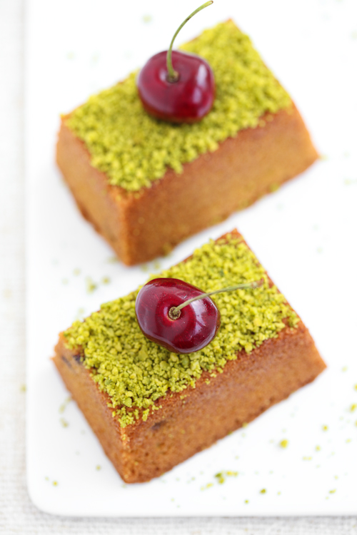 Mini cakes al pistacchio e ciliegie